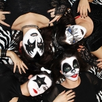 Halloween Look: Bloggers Love Hello Kitty KISS