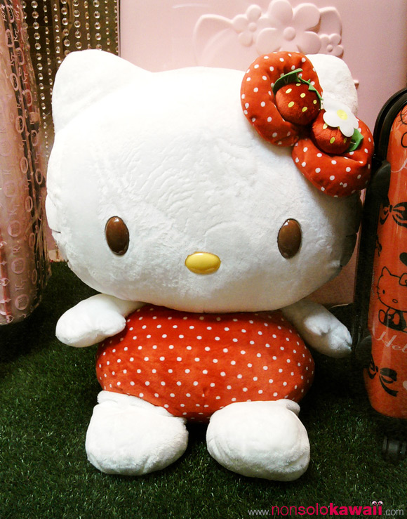 hello-kitty_strawberry-plush_shop_kawaii