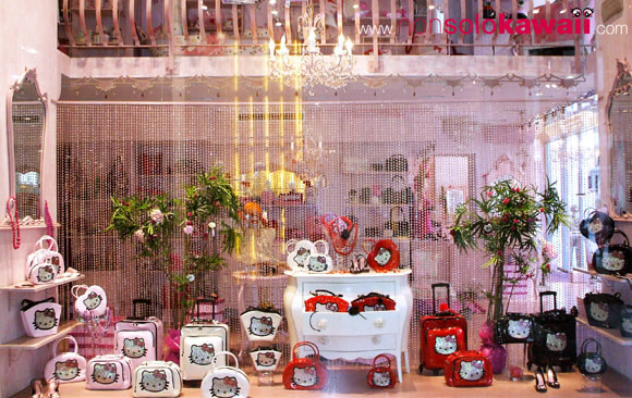 hello kitty - sanrio - strass - bags - red - rosso - bianco - white - heart - cuore - shopping window - vetrina - shop window