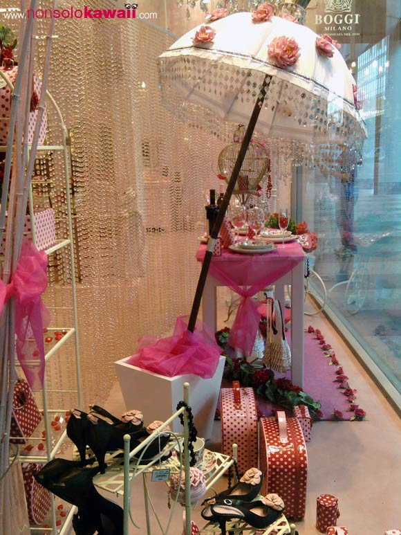 camomilla - shop window - vetrina - shopping - store - san babila - milano - bags - umbrella - borse - ombrello