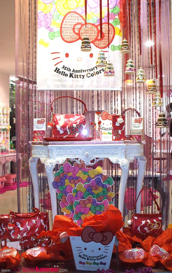 kawaii - cute - 35th Anniversary - Hello Kitty Colors - Limited Edition - red - ribbon - bag - borsa - shop window - vetrina