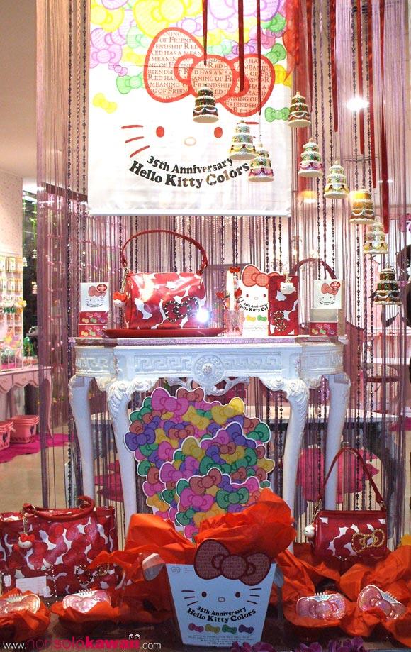 kawaii - cute - 35th Anniversary - Hello Kitty Colors - Limited Edition - red - ribbon - bag - borsa - shop window - vetrina