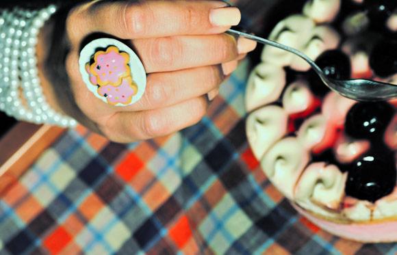 Annapaola Rapacciuolo - Le Chou Chou - bijou - kawaii - cute - jewellery - gioielli - fimo - food - sweet - biscuit - biscotti - anello - ring - pink - rosa