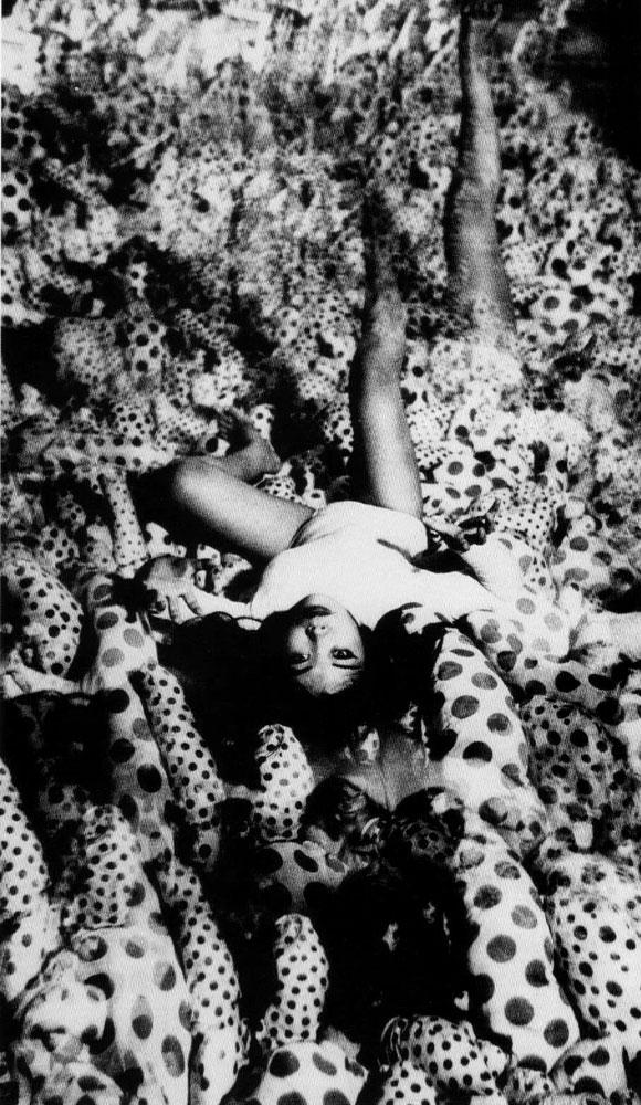 Yayoi Kusama - Infinity Mirror Room Phalli's Field - Castellane Gallery, New York, 1965