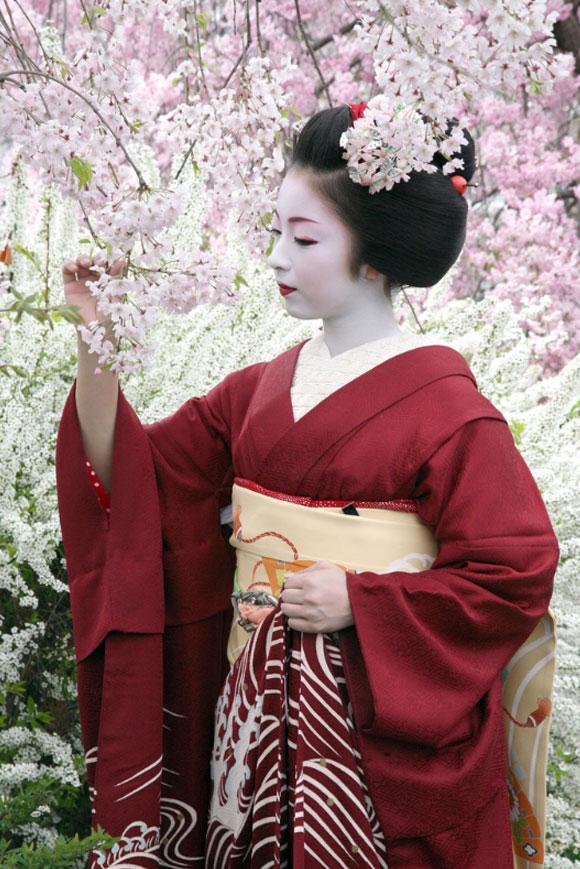 Miyagawa-cho, Kyoto, una famosa maiko / Miyagawa-cho, Kyoto, a popular maiko