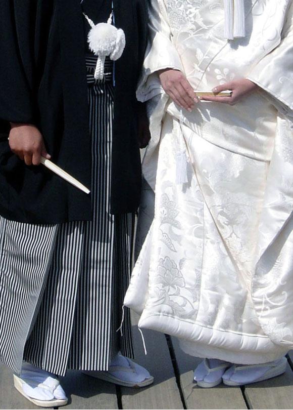 Kyoto, matrimonio scintoista al tempio Itsukushima, la sposa indossa un kimono uchikake / Kyoto, Shinto wedding at Itsukushima Shrine, the bride is wearing a uchikake kimono