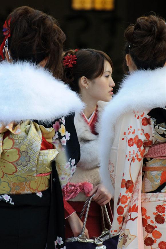 Meiji Jingu, Tokyo, tre ragazze in kimono/ Meiji Jingu, Tokyo, tree girls with kimono