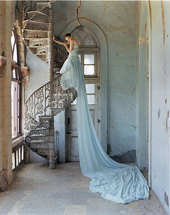 Tim Walker - Lily Cole and spiral staircase / Lily Cole e la scala a chiocciola