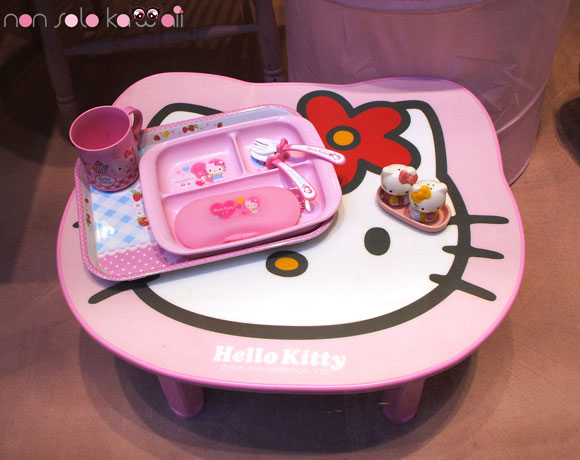 Hello Kitty table / il tavolino di Hello Kitty