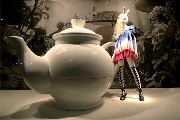 Alice au Printemps des Merveilles - Bernhard Willhelm shopping window / vetrina