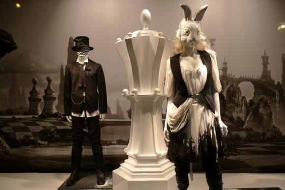 Alice au Printemps des Merveilles - Ann Demeulemeester shopping window / vetrina