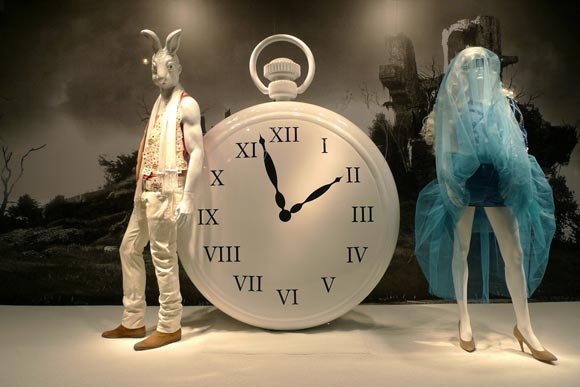 Alice au Printemps des Merveilles - Maison Martin Margiella shopping window / vetrina
