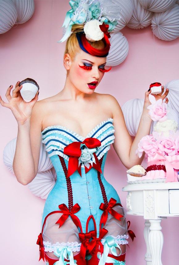 © Maya Hansen - Cherry Blue Cupcake Corset, Photo Chema Anton