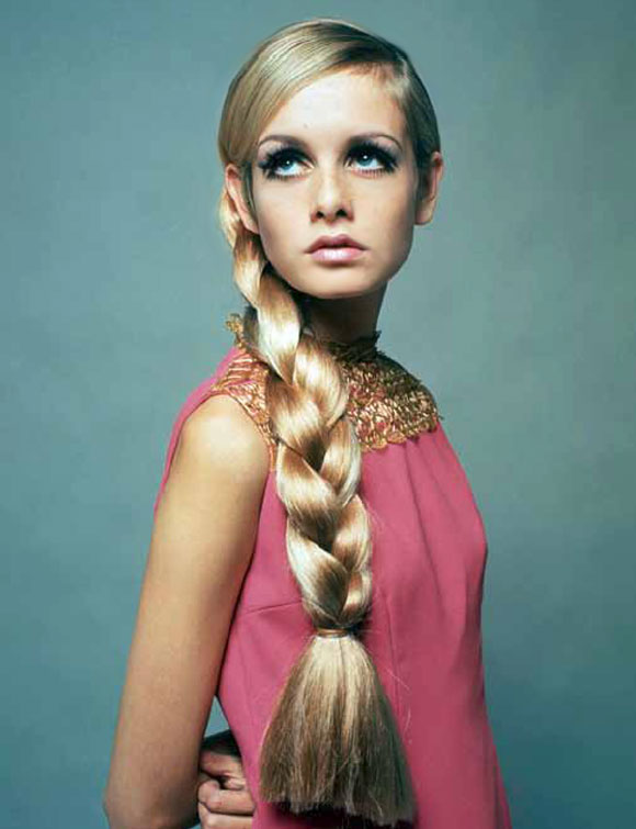 A model with a long blonde plait - una modella con una lunga treccia bionda © Getty Images