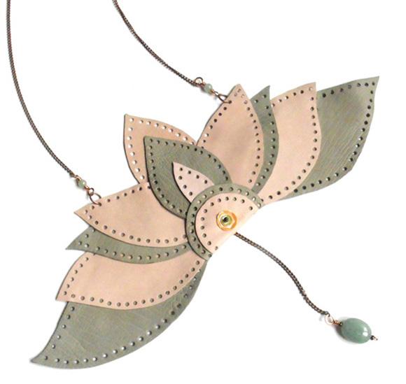 Giulia Boccafogli - Leaves, Pensiero Fluido necklace butterfly, collana a farfalla
