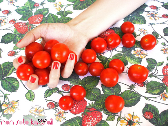 Eyeko - Saucy Polish for Naughty Nails, with tomatoes, con pomodori