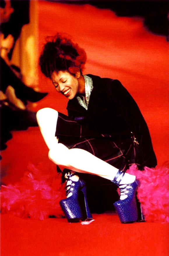 Naomi Campbell falls wearing Mock-Crock Elevated Gillies