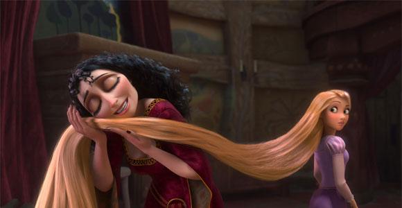 Tangled / Rapunzel - Gothel caresses Rapunzel's hair, Gothel accarezza i capelli di Rapunzel