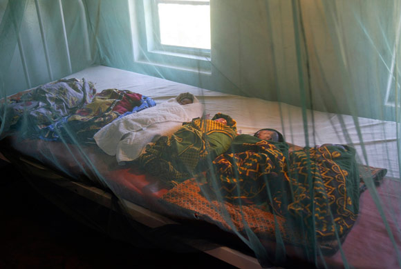 Save the Children - mosquito nets - zanzariere
