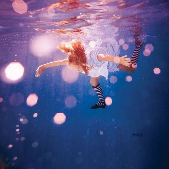 Elena Kalis - Alice in WaterLand - Alice in WonderWater - I see lights...