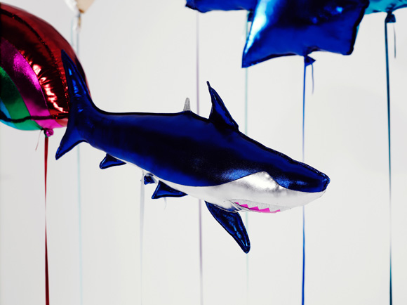 Clémentine Henrion - Helium Eternal shark balloon, palloncino squalo kawaii