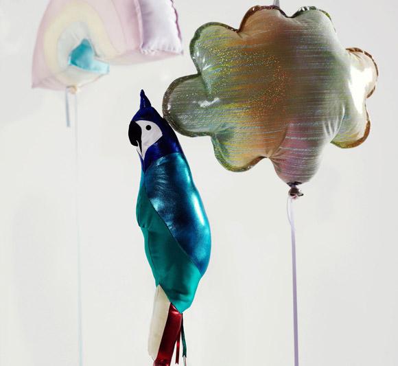 Clémentine Henrion - Helium Eternal parrot balloon, palloncino pappagallo kawaii