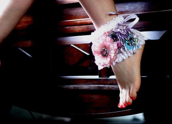 ClosetMonsterDesign - La Luxe Poignet, ghette bianche con fiori