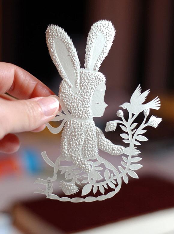 Elsa Mora - Paper Fur Bunny Papercut, Coniglio con Pelliccia di carta scultura di carta