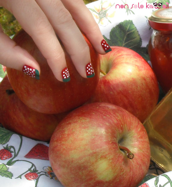 Pick a Red Apple: Little Red Riding Hood strawberry nails by non solo Kawaii, unghie a fragola