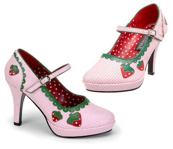 kawaii cute pink shoes with strawberry, scarpe rosa con fragole