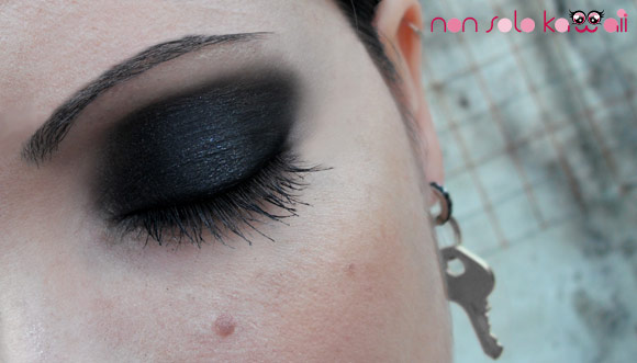 Nana Osaki smokey eyes make-up with Givenchy Le Prisme Yeux Mono Showy Black and Phenomen'Eyes