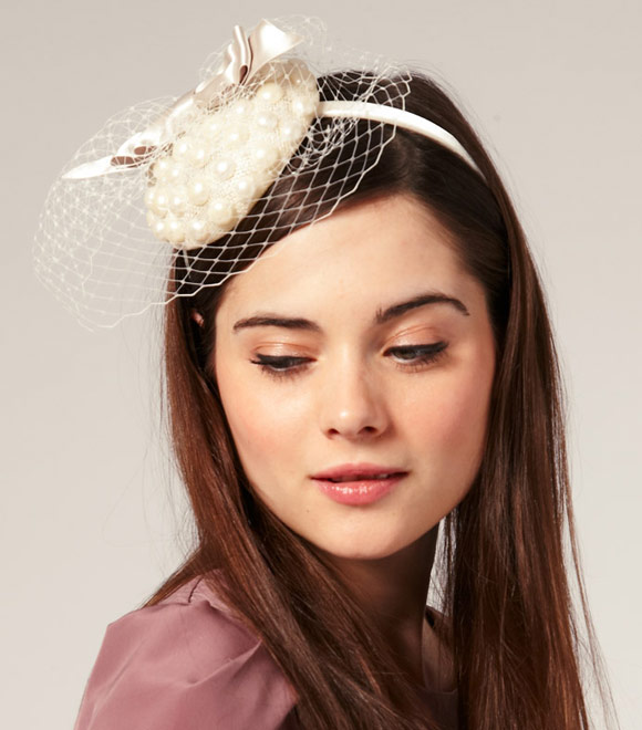 ASOS - Pearl Covered Pill Box Fascinator with Bow and Net Detail, accessorio per capelli bon ton Nana Hachi Komatsu