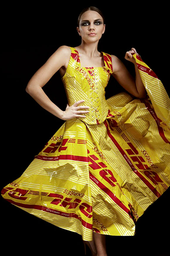 Marcus Clackson - photoshoot for DHL fashion lifestyle work, fashion and recycle, moda e reciclo
