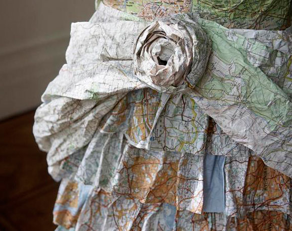 Susan Stockwell, Empire Dress, 2005, fashion and recycle paper and maps, moda e reciclo carta e mappe