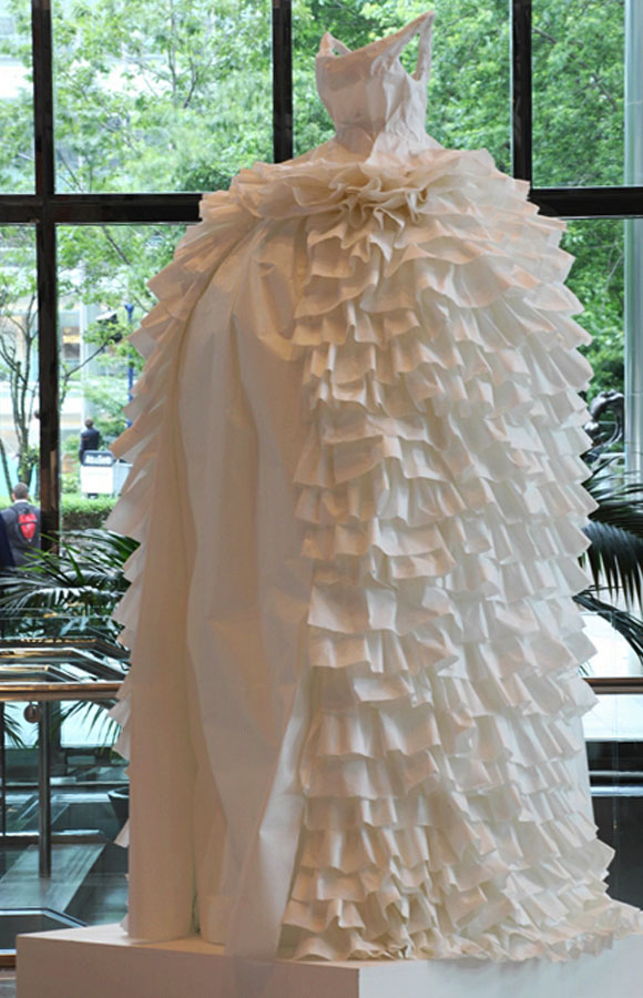 Susan Stockwell, Paper Tiger, 2008, fashion and recycle paper, moda e reciclo carta