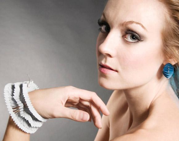 Saloukee, Oblique Paper White Bracelet, Braccialetto Bianco di carta