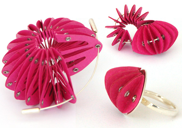 Saloukee, Pink Bow Pin with silver, Pink Disperse Earrings with Pink silver posts and backs, Disperse Ring, Bracciale, spilla e orecchini di carta rosa e argento