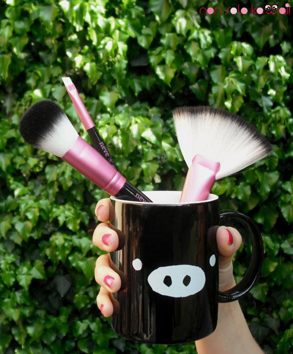 ElectroChic Brushes, Neve Cosmetics