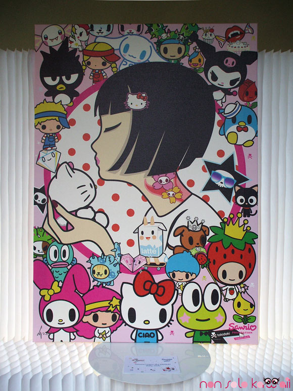 Simone Legno aka Tokidoki, @Sanrio for Smiles, japanese girl kissed Hello Kitty, ragazza giapponese bacia Hello Kitty