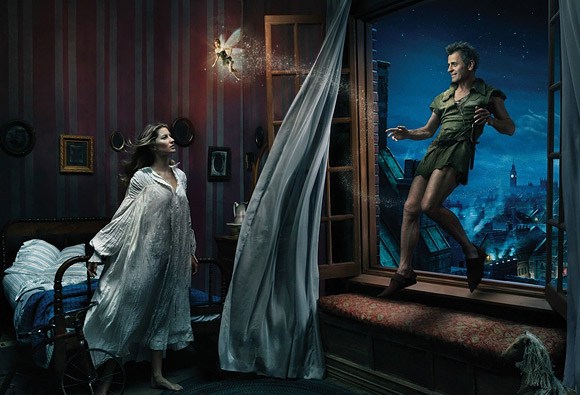 Annie Leibovitz for Disney: Mikhail Baryshnikov, Gisele Bundchen, and Tina Fey as Peter Pan, Wendy and Tinker Bell / Annie Leibovitz per Disney: Mikhail Baryshnikov, Gisele Bundchen e Tina Fey sono Peter Pan, Wendy e Campanellino