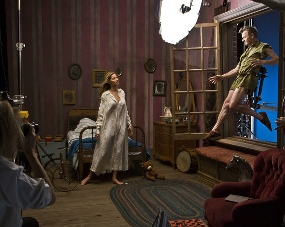Annie Leibovitz for Disney (Behind the Scene): Mikhail Baryshnikov, Gisele Bundchen, and Tina Fey as Peter Pan, Wendy and Tinker Bell / Annie Leibovitz per Disney (Dietro le Quinte): Mikhail Baryshnikov, Gisele Bundchen e Tina Fey sono Peter Pan, Wendy e Campanellino