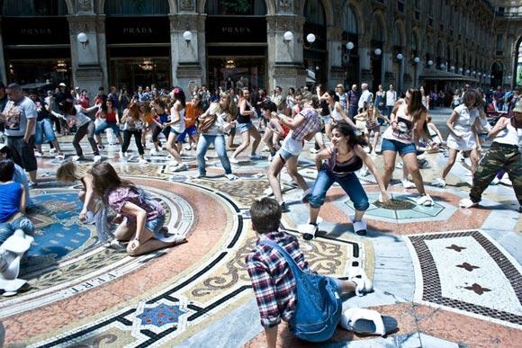 flash mobbing Jocca nella galleria vittorio emanuele di milano
