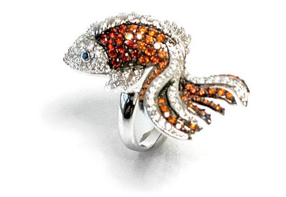 nOir Jewelry - Gilda the Goldfish, anello con pesce pesciolino rosso con strass