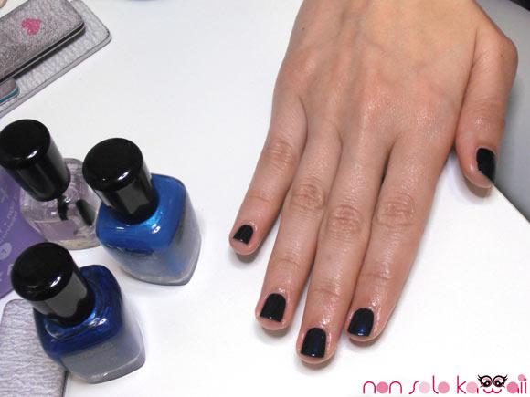 Angela Chiappa with manicure blue blu Indigo Zoya