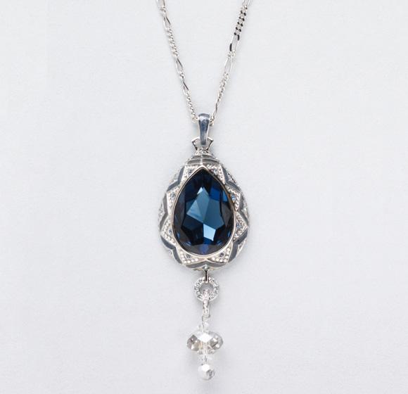 Judith Leiber - Deco Teardrop Pendant, collana con pietra blu