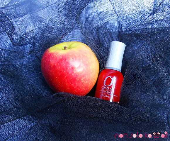 non solo Kawaii - Make Me Sin, Nails Orly Holiday Soireé Ma Chérie, vampire with red nail polish and red apple - smalto e mela rossi