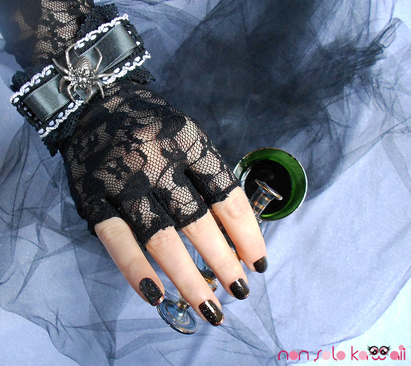 non solo Kawaii - Please Take a Drink, Nails Orly Holiday Soireé Androgynie and Ingenue, witch making a spell - strega che prepara un incantesimo