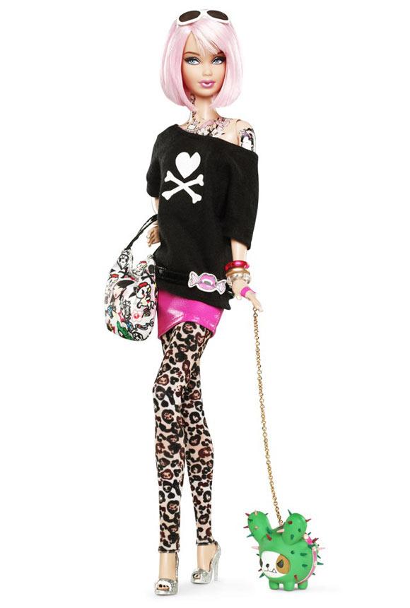 Tokidoki Barbie Doll with tattoo and pink hair, bambola tatuata