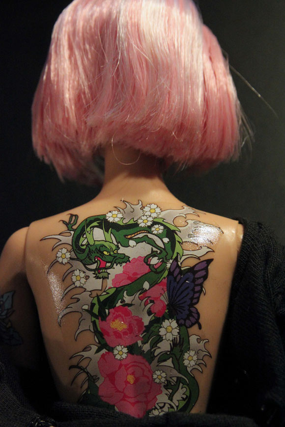 Tokidoki Barbie Doll with dragon tattoo, bambola tatuata con dragone