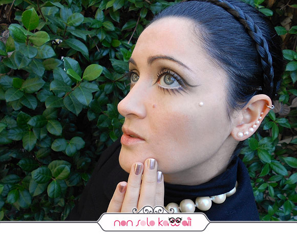 Twiggy is my muse by non solo Kawaii, Make-up Chanel, black and pearls, nero e perle